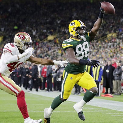 Green Bay Packers running back Ty Montgomery (88) scores