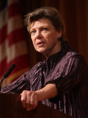 Political commentator Cokie Roberts kicked off the 2016 Rancho Mirage Speaker Series at the Annenberg Center on the Eisenhower Medical Center campus.