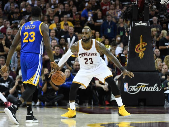 Cleveland Cavaliers forward LeBron James (23, right)