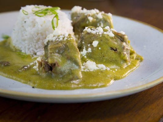 Short ribs in mole verde