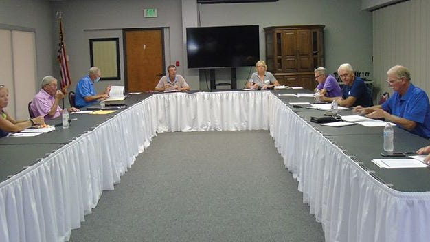 Golf Committee meeting, Sept. 17 (from left) Ray Lehman, POA marketing committee representative, member Karen Nickel, POA board representative Dick Garrison, and members Keith Pochert, Chairman Jamin Townsan, Marge Harvey, Ralph Turpin, Okey Bess, Phil Belt and Tom Heffer, POA director of golf.