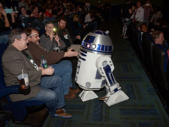"""""""Star Wars: The Force Awakens"""" arrives at the Carmike"""