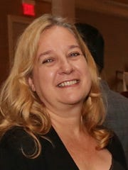 Donna King is senior laboratory supervisor for NJ Sharing Network. King joined NJ Sharing Network shortly after the organization opened in 1987.