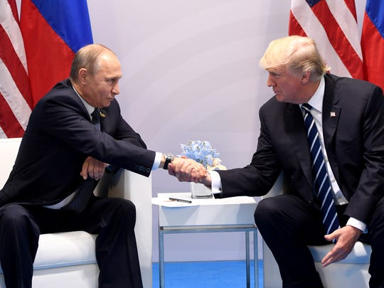 El mandatario estadounidense tiene planeado reunirse el lunes con el líder ruso Vladimir Putin en Helsinki.