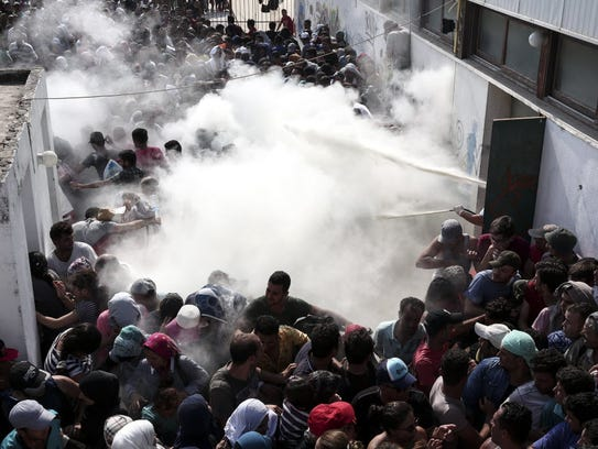 Greek police try to disperse hundreds of migrants by