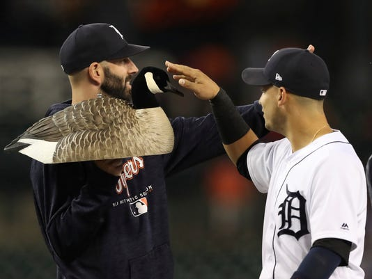 Jose Iglesias, Mike Fiers
