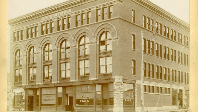 The Syndicate Block in Sioux Falls, designed by architect Wallace Dow, stood at Eighth Street and Main Avenue.