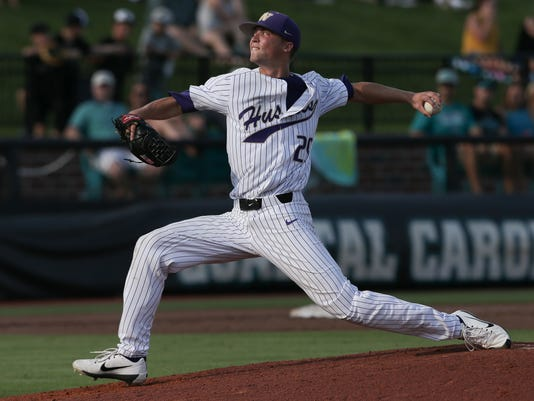 NCAA Baseball, Conway Regional: Coastal Carolina Chanticleers vs. Washington Huskies