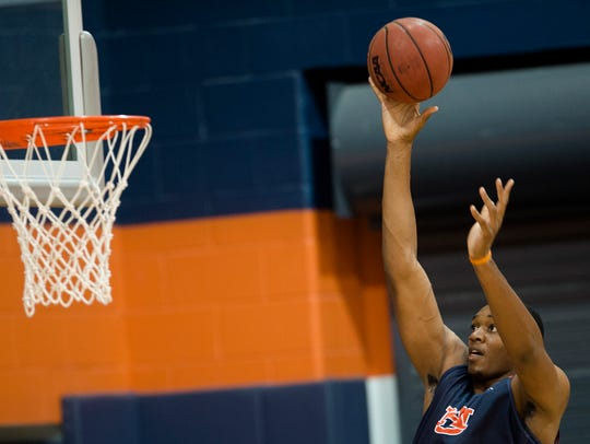 Auburn's Austin Wiley (50) shoots during the first