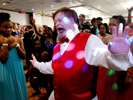 636572388367844718-1-Special-needs-prom.JPG