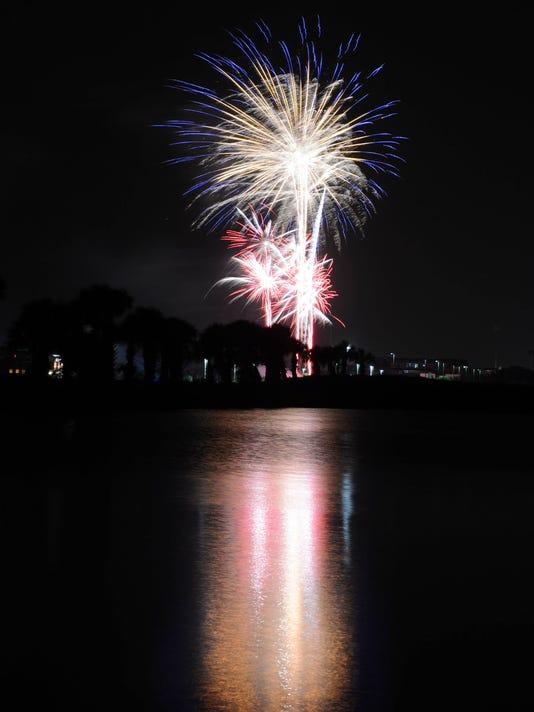 -crb070513 fireworks .jpg_20130705.jpg