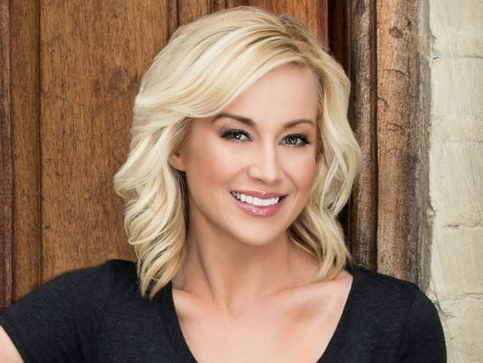 Kellie-Pickler-2015-headshot.jpg