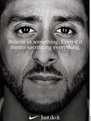 Colin Kaepernick, renovó con Nike.