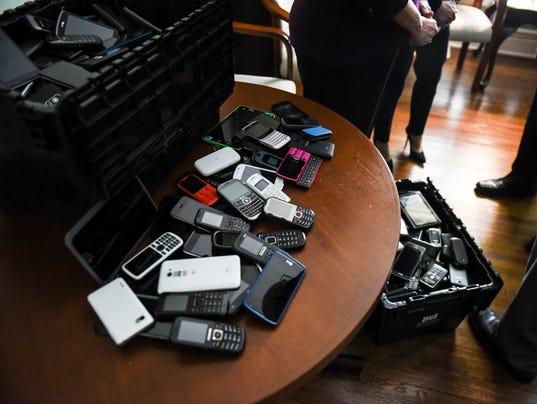 2-LDN-JML-022717-cellphones