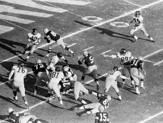 Packers halfback Paul Hornung (5) darts into the open,