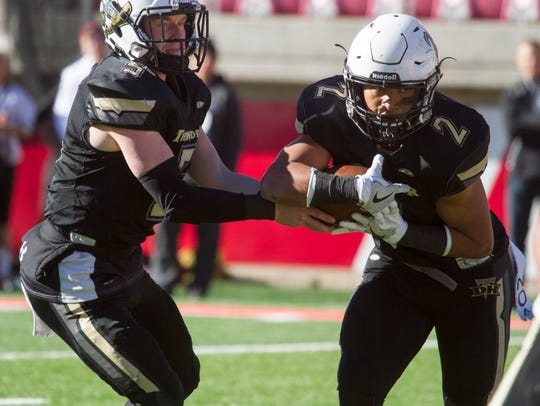Desert Hills High snags a 28-27 victory over Pine View
