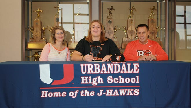 : Urbandale offensive lineman Caleb Bright signed a letter of intent to play at Bowling Green State. Caleb posed with his parents, Toni and Scott, on Wednesday