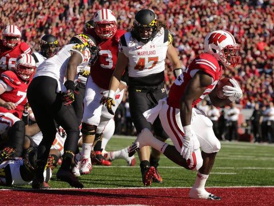 Wisconsin running back Melvin Gordon (25) scores a