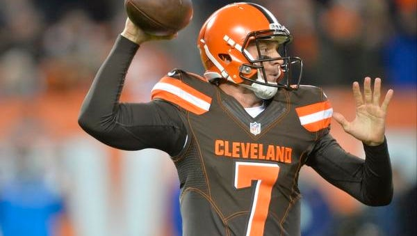 Cleveland Browns quarterback Austin Davis (7) looks to pass against the Baltimore Ravens.