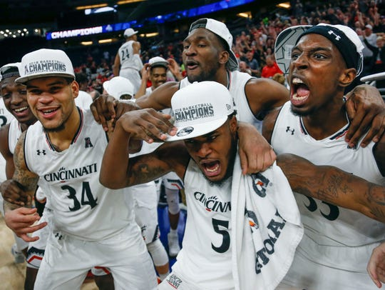 Cincinnati Bearcat players celebrate after defeating