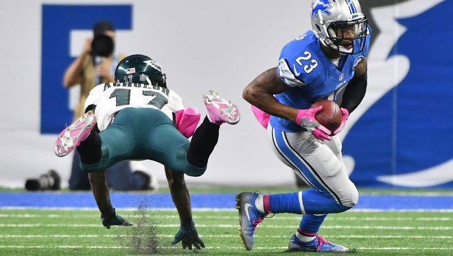 Lions' Darius Slay pulls in an interception intended for Eagles' Nelson Agholor, allowing Detroit to run out the clock late in the fourth quarter.