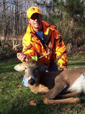 Hooksetters Guide John Sparbel with a nice opening day buck shot in Marathon County