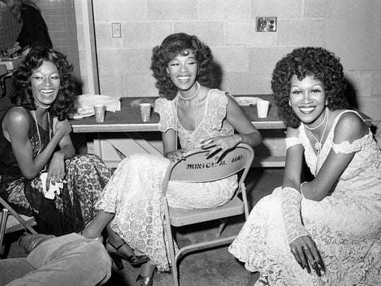 The Pointer Sisters chat and have fun backstage in
