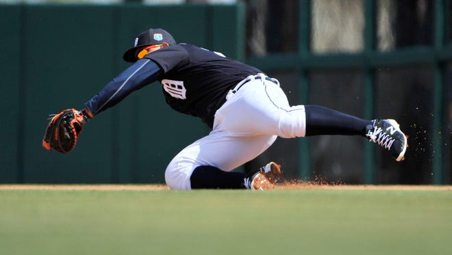 Tigers first baseman Miguel Cabrera makes a nice play on a grounder by the Pirates' Jordy Mercer in the fourth inning Tuesday.
