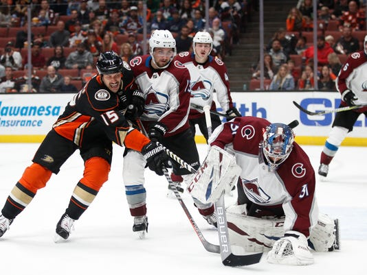 Avalanche_Ducks_Hockey_18762.jpg