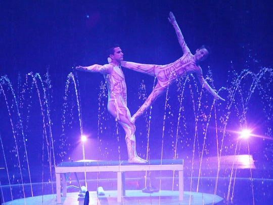 Frank & Kevin Diaz perform at Cirque Italia.