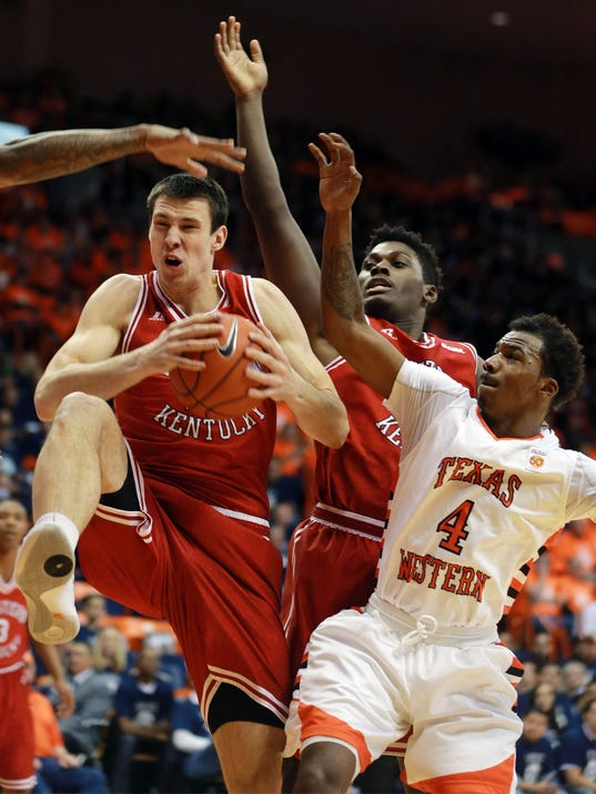 Western Kentucky's Aleksej Rostov, left, grabs a rebound from UTEP's Lee Moore, right, during the first half of an NCAA college basketball game Saturday, Feb. 6, 2016, in El Paso, Texas. (VIctor Calzada/The El Paso Times via AP) EL DIARIO OUT; JUAREZ MEXICO OUT; MANDATORY CREDIT  IF USE ON LAM OR LAT AND EL DIARIO DE EL PASO OUT