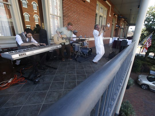 The Longineu Parsons' ensemble plays on the Governor's Club balcony.