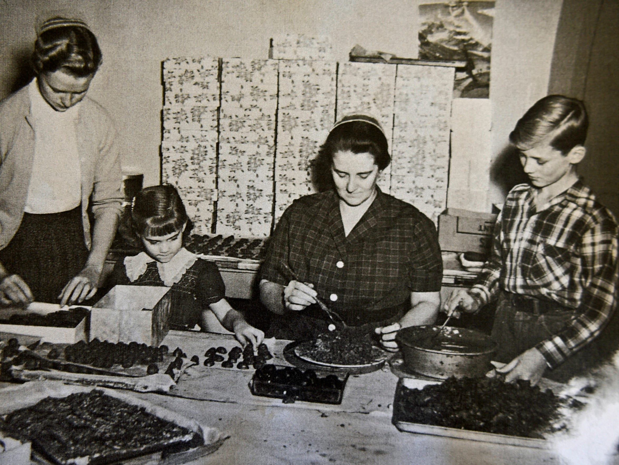 Early pictures show workers in the Gibble kitchen.