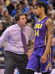 LSU head coach Will Wade and forward Wayde Sims (44)