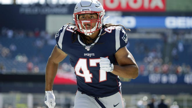 New England Patriots fullback Jakob Johnson, a Ribault graduate, warms up before his NFL debut last Sunday against the Jets.