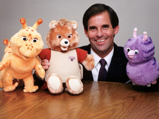 1986 photo of Don Kingsborough, chairman and CEO of Workds of Wonder, with (from left) Grubby, Teddy Ruxpin, and Fob. Teddy Ruxpin was a hot Christmas toy in the mid-1980s.