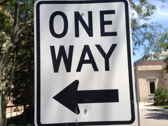 635784207090124096-One-way-sign