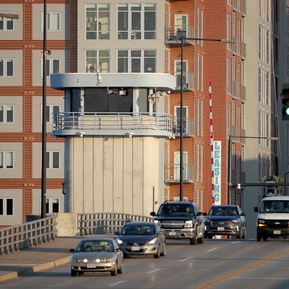 Traffic moves out of downtown Green Bay heading west
