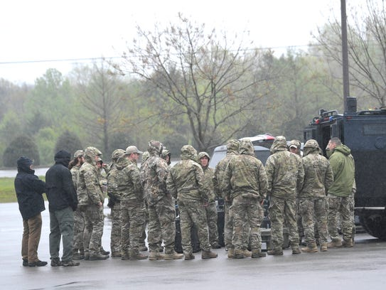 An ATF special response team of 20 officers and two