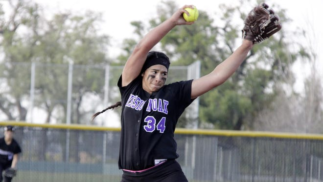 Mission Oak Hawks pitcher Mariah Mazon fires a pitch against the Coalinga Horned Toads on Thursday in a non-league game.