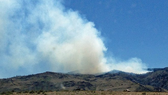 The Hunter Falls fire as seen from Robb Drive.
