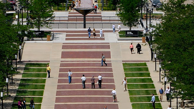 State employees and others walk on the pedestrian mall area between the Hall of Justice and the Capitol building in this 2007 LSJ file photo.