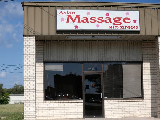 mo saint louis Asian massage parlor