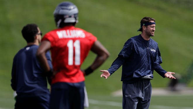 Seahawks offensive coordinator Brian Schottenheimer, right, coaches during last week's rookie minicamp.