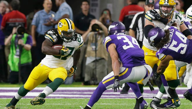 Green Bay Packers running back Eddie Lacy (27) runs for a short gain during the first quarter.