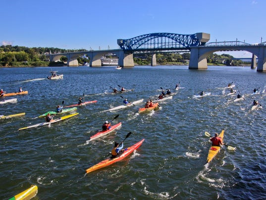 635787044463079918-TN-River-Downtown-Chattanooga-kayakers-PC-Chattanooga-Convention-Visitors-Bureau-rs