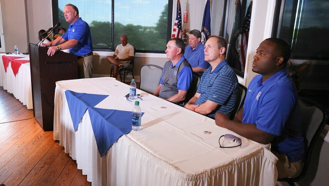 Kentucky coach Mark Stoops introduces the people at his table who include Rich Brooks, Jeremy Jarmon and Jim Kovach.June 7, 2016