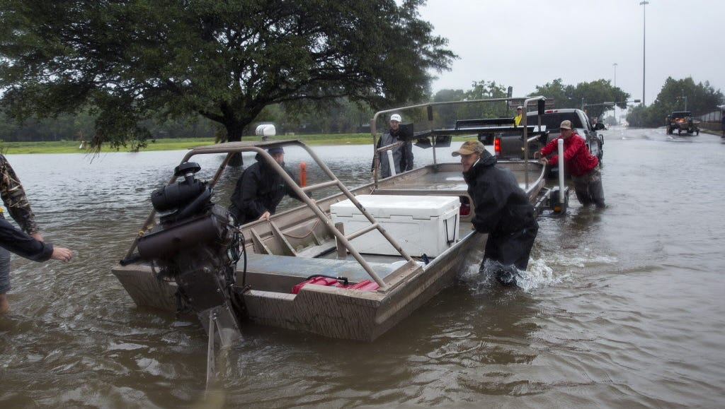 Officials after levee breaches in Texas: 'Get out now!'