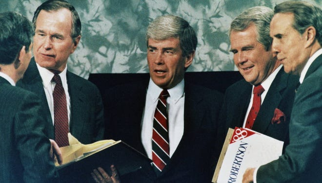 Republican presidential candidate Jack Kemp, center, with George H.W. Bush, Pat Robertson and Bob Dole, Atlanta, Feb. 28, 1988.