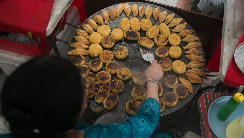 Saloo Sadiq of Saloo's Indian Cooking prepares food